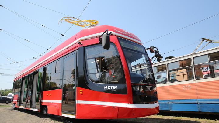 Донские власти показали, как выглядит первый поступивший в Таганрог вагон нового трамвая