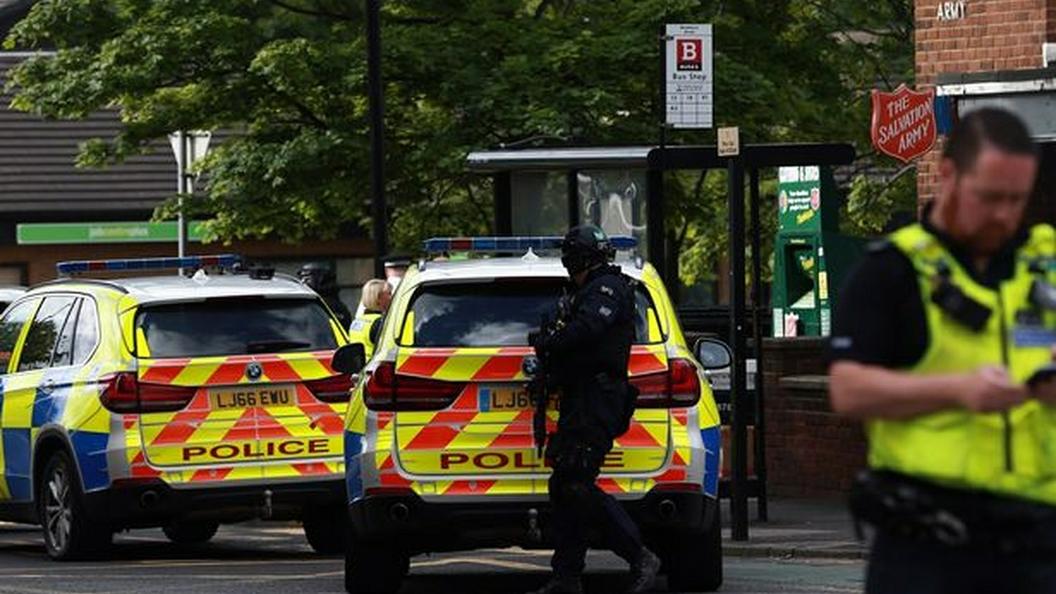 Демонстранты, обвиняющие полицию всмерти чернокожего британца, устроили драку встолице Англии