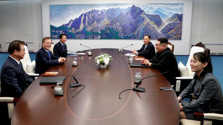 Япония внимательно следит за Кореями и ждет полной денуклеаризации полуострова