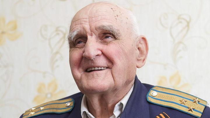 Легендарный русский однорукий летчик - гроза нацистов - умер в День памяти и скорби