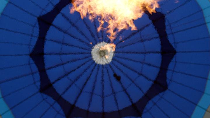 Была только одна попытка: Русский танцор первым в мире станцевал на пилоне на воздушном шаре. Без страховки - видео