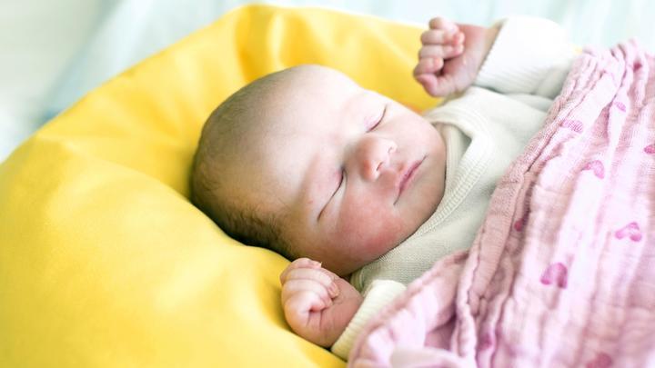 Хочешь крепко спать? Закрой шторы: Эксперты сновидения рассказали, каким должен быть здоровый сон