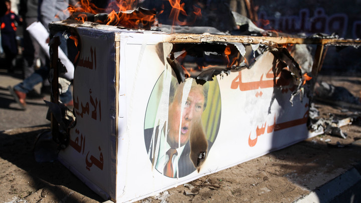 По колено в крови: Полковник Баранец отправил Трампу устное предупреждение