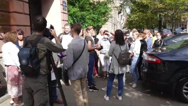 Обманутые дольщики шести ЖК из Ленобласти атакуют двери полпредства