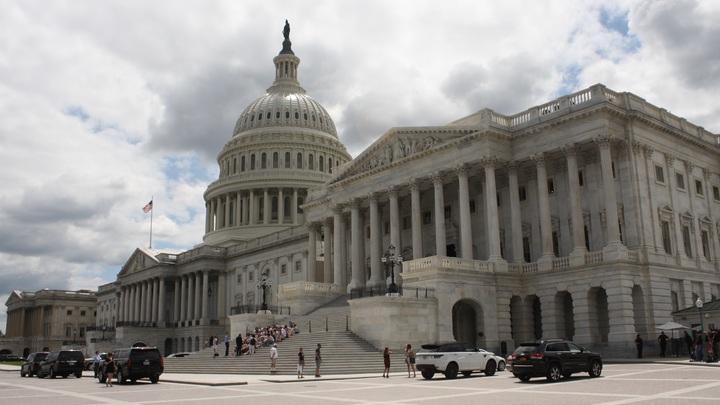 В США начались первые протесты: На улицы Вашингтона вышли сторонники Байдена