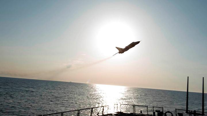 Российский Су-27 совершил перехват очередных лазутчиков от США