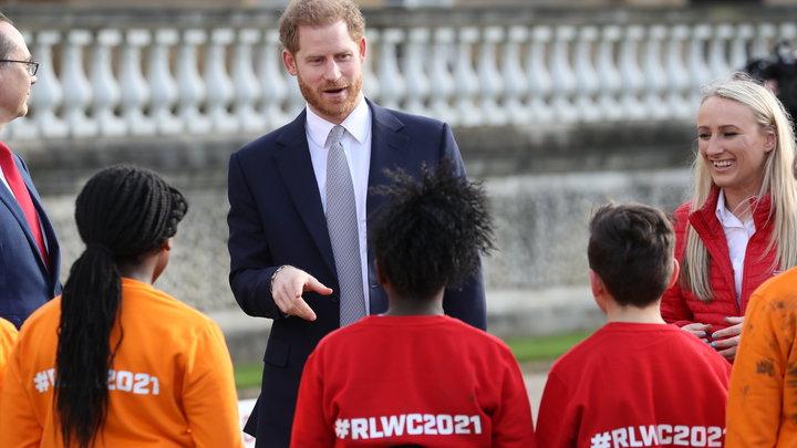 Покинут Букингемский дворец: Названа дата выхода принца Гарри с Меган Маркл из королевской семьи