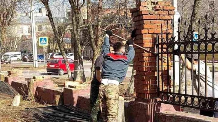 В Иванове вокруг гимназии №30 возведут новую ограду вместо старинной