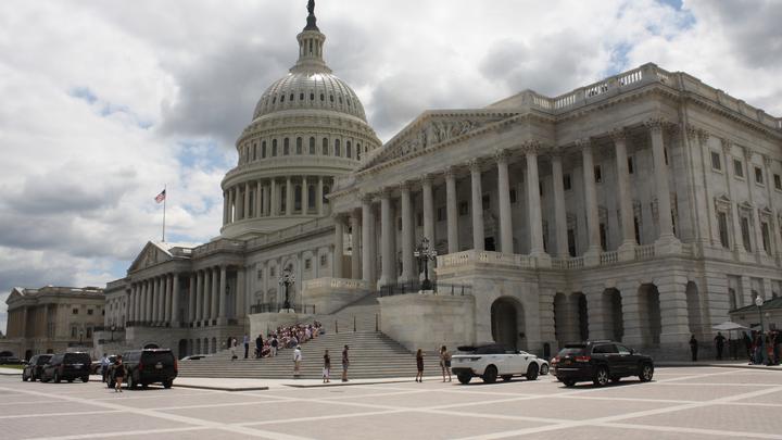 Признавшим «голодомор» сенаторам США предложили «убиться об стену»