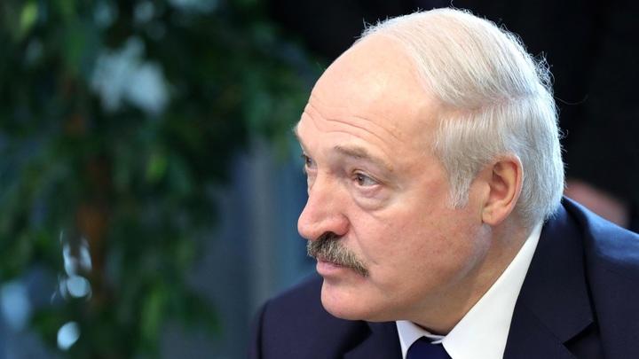 Автор пугачей Минска живёт в России - иногда дразнит Лукашенко оттуда, иронично напомнил Безпалько