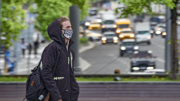 Из носков, из бикини?: Врач признался, что не знает, что такое многоразовая медицинская маска