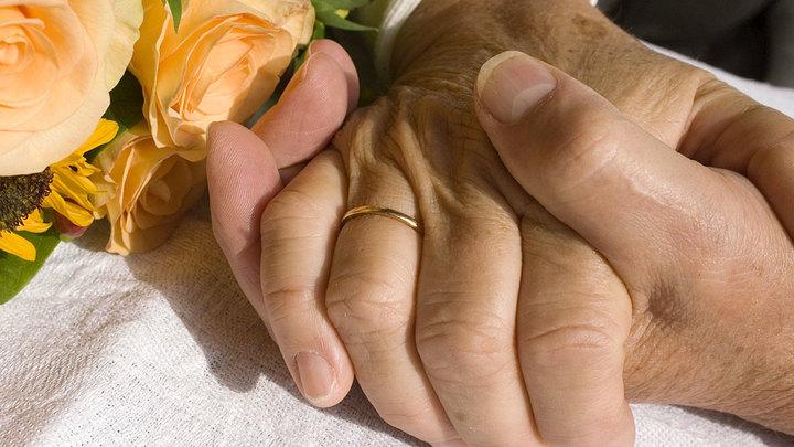 Развод и тапочки по почте: Почему семейных пар становится всё меньше