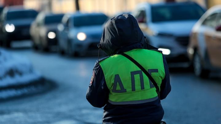 Минивэн с пятью детьми вылетел в кювет в Свердловской области