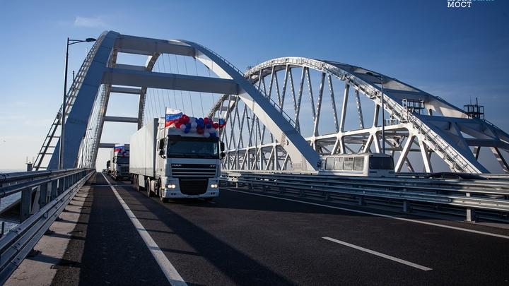 Смычка произошла: На Крымском мосту уложили все рельсы