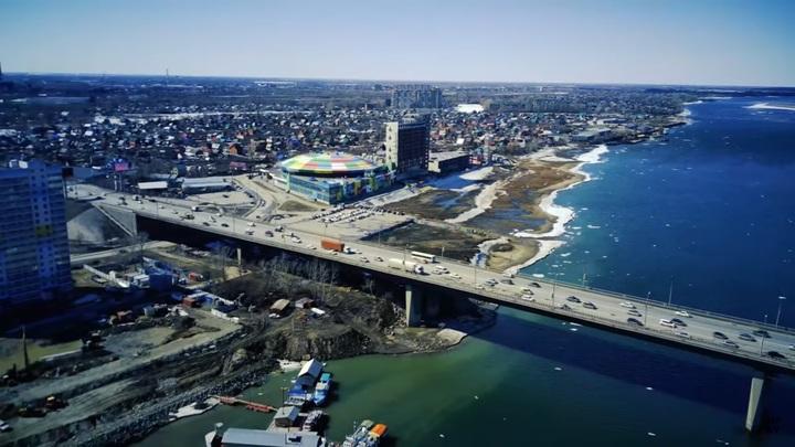 В Новосибирске женщина упала в воду с Димитровского моста