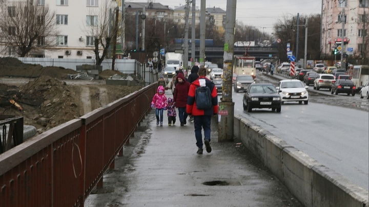 В Челябинске возле Ленинградского моста будут новые ограничения для авто и пешеходов