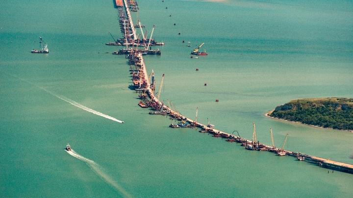 Порошенко подает иск в суд против России за экологический ущерб от Крымского моста