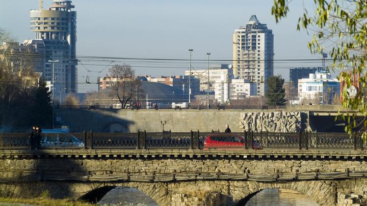 Жителям Екатеринбурга предложили высказаться о судьбе моста, построенного в XIX веке