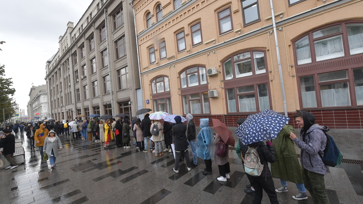 Революция выходного дня: На антифашистской акции в Москве задержали праворадикалов и активистов от ЛГБТ