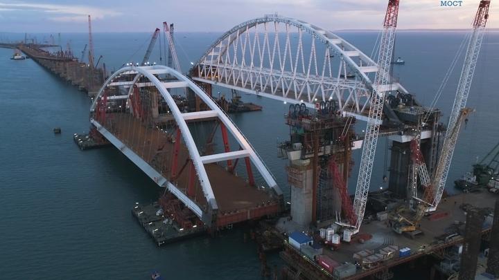 Строители похвалились, как за несколько часов установили первый пролет Крымского моста