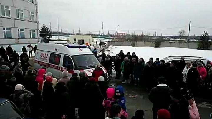 МЧС выдает жителям Волоколамска маски и респираторы
