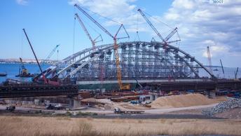 Строители начали асфальтирование последних участков Крымского моста