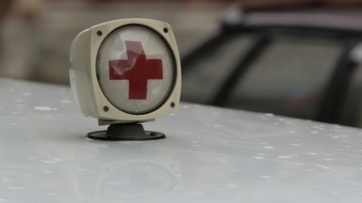 На Красной Пресне при обрушении козырька подъезда пострадала женщина. Видео
