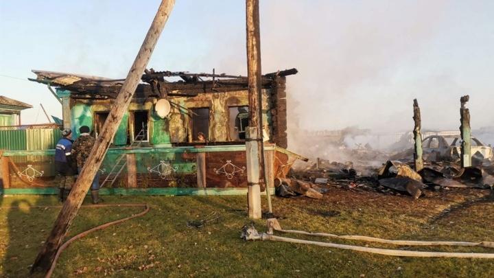 В Курганской области двое пенсионеров сгорели в собственном доме