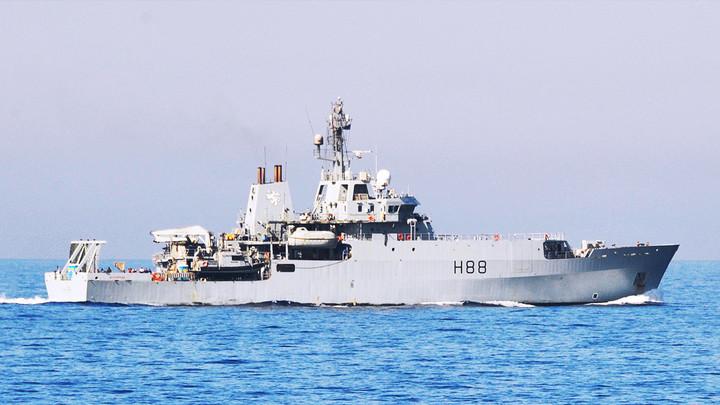 Российский сухогруз напугал английский корабль-разведчик в Чёрном море