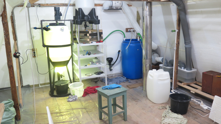 В Меленковском районе обнаружили подпольную нарколабораторию в бане частного дома