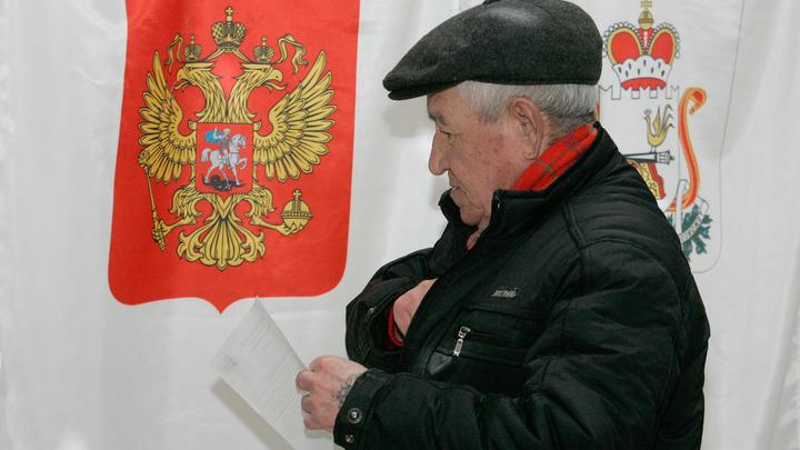 На избирательных участках в Свердловской области раздают по несколько бюллетеней