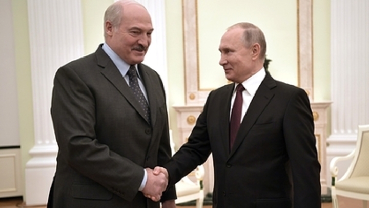 Власть Путину ″на всю жизнь без изменения конституции″: Bloomberg прочит объединение России и Белоруссии