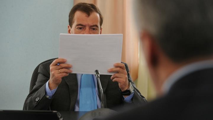 Экономист насчитал три роковых провала правительства. И предложил в полушутку сократить команду Медведева