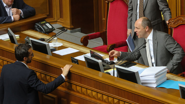 Никогда не видел таких бешеных людей: Депутат о массовой драке в Верховной раде Украины