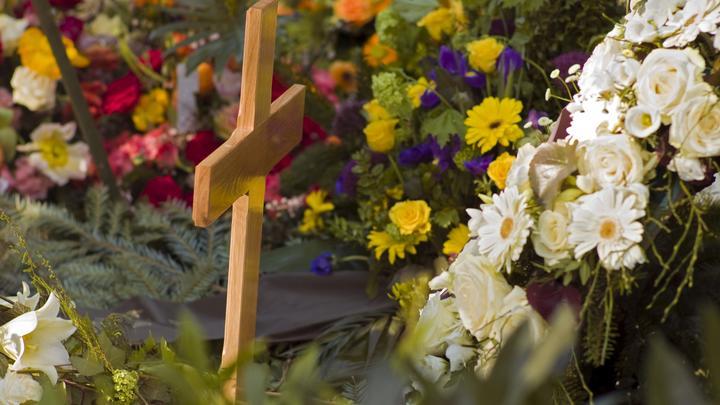 На колени перед гробом: Сельчане, искавшие убитую девочку в Крыму, потребовали покаяния от матери-кукушки
