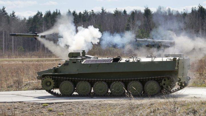 Украинские радикалы ударили по ДНР: Водитель успел спасти пассажиров от смертоносной ракеты