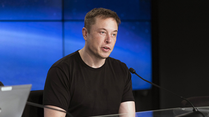 Короткая вспышка и столб пламени: Илон Маск похвастался первым запуском нового двигателя - видео