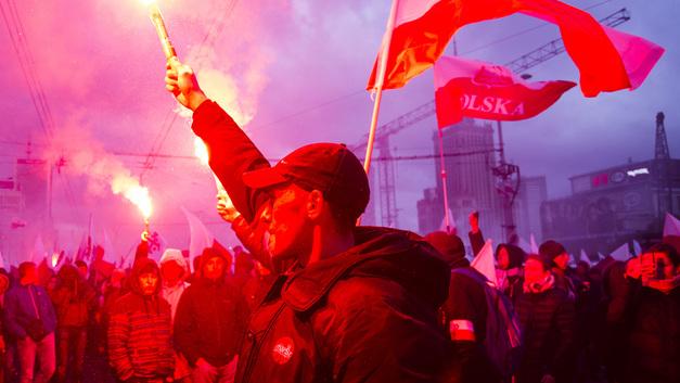 Ты мой золотой, как тебя корячит! - поляк сорвался, говоря о господах в Варшаве и рабах в Киеве