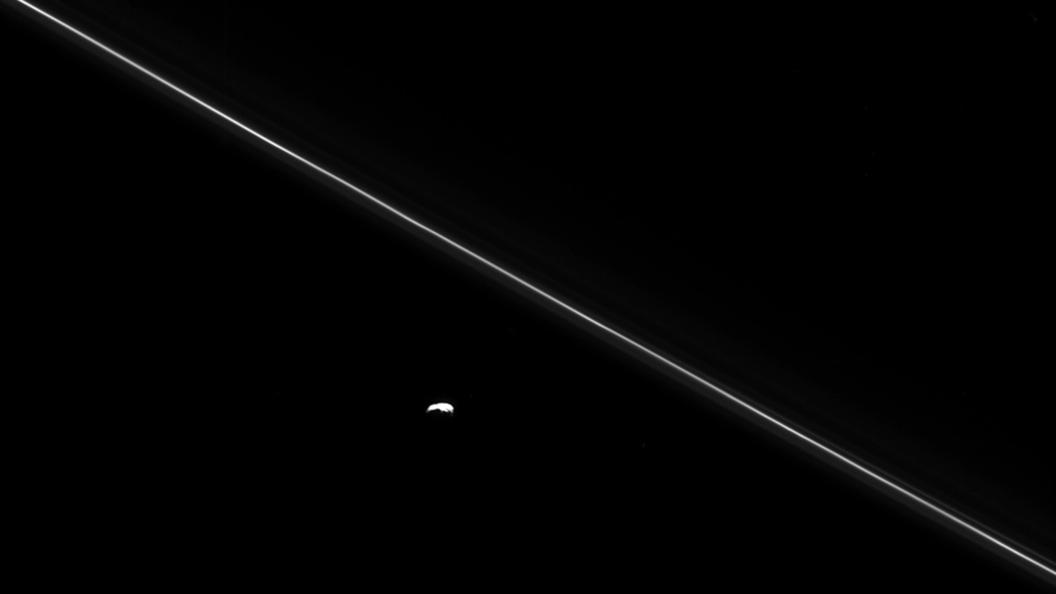 Российский миллиардер решил вложить капитал в поиск жизни на спутнике Сатурна