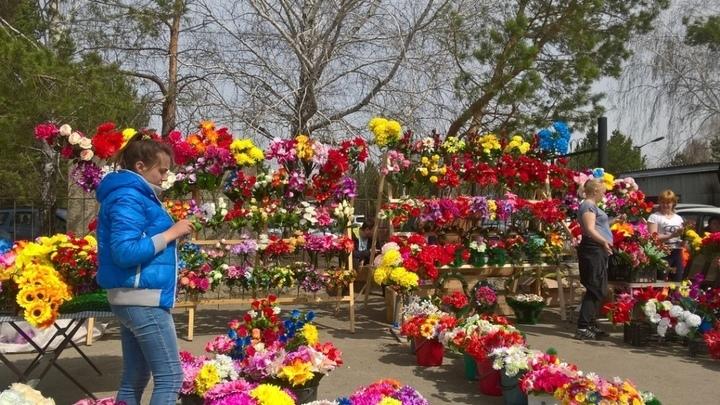 Мэр Челябинска сообщила, когда вывезут мусор с кладбищ