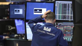 Американские финансисты рвут на себе волосы: главный биржевой показатель США снова летит вниз