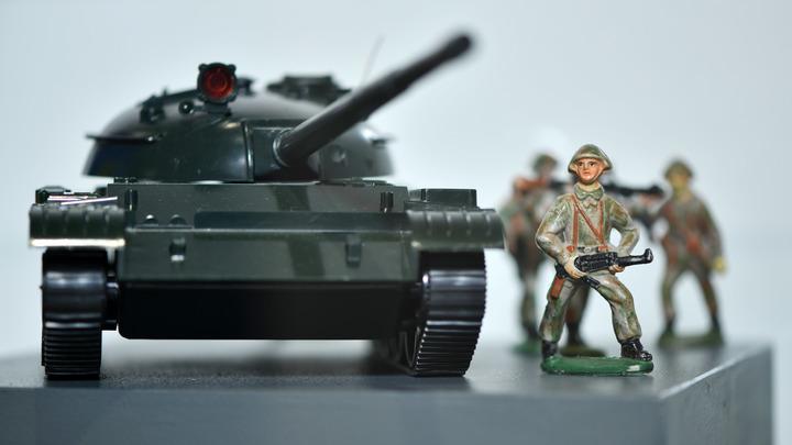 Поставили свои машинки: Соловьёва растрогал игрушечный парад Победы