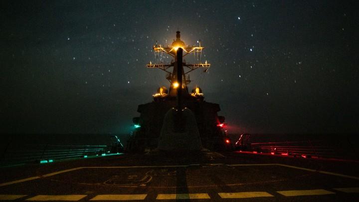 Захват танкера в Оманском заливе завершился внезапным бегством пиратов