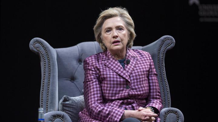 Хиллари Клинтон попала в больницу в Индии после неудачного падения