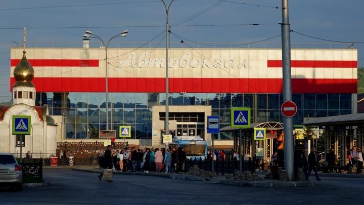 Пассажиры замерзают в помещении автовокзала в Новокузнецке