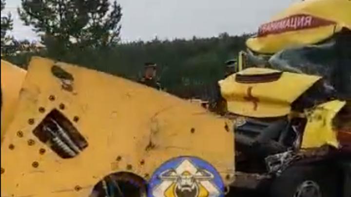 Водитель скорой погиб после столкновения с катком на федеральной трассе в Забайкалье