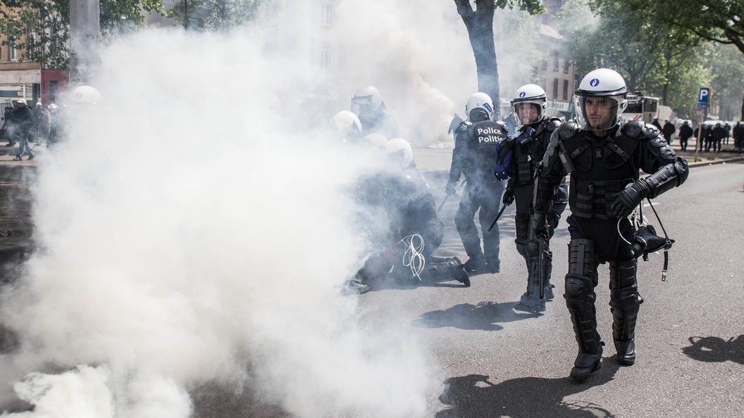 Возбужденная рэпером толпа мигрантов атаковала полицейский участок в Брюсселе