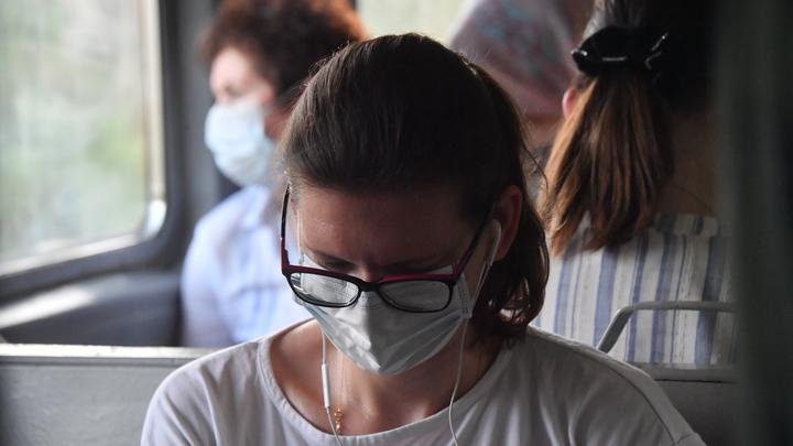 Летом всё больше ростовчан перестают носить маски в общественном транспорте