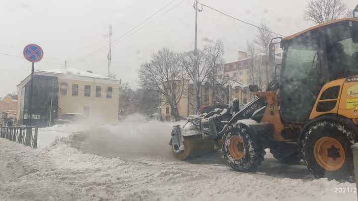 Стало известно, сколько времени понадобится Смольному, чтобы убрать весь снег в Санкт-Петербурге