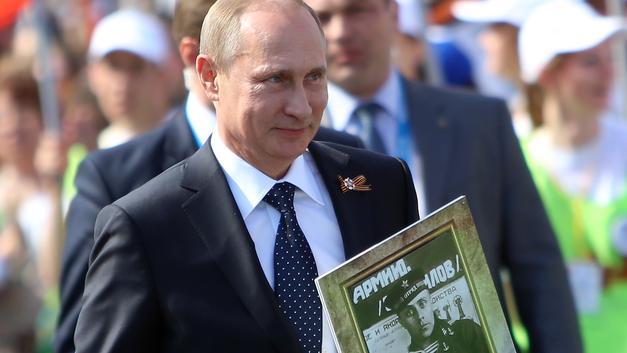Рядом с Путиным в колонне «Бессмертного полка» идут Нетаньяху и Лановой